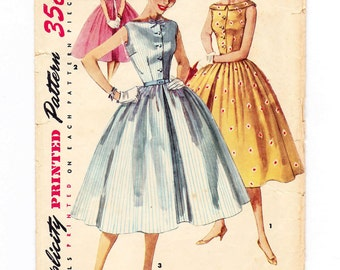1950s Full Skirted Dress, Classic 50s Fashion, Bust 32