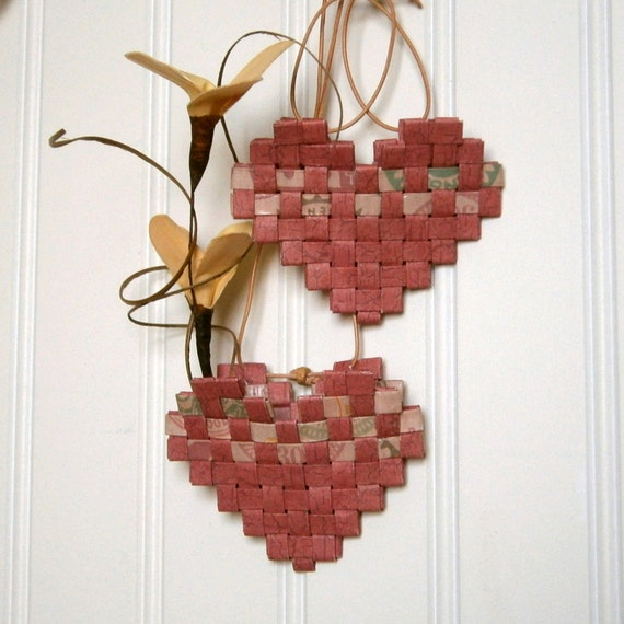 How To Make A Woven Heart Basket : Woven paper heart mini basket recycled in shades of red