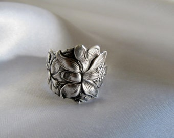 Columbine Flower Spoon Ring Medium Sterling SSMC Circa 1905 Symbolic of Fertility Beauty Motherhood