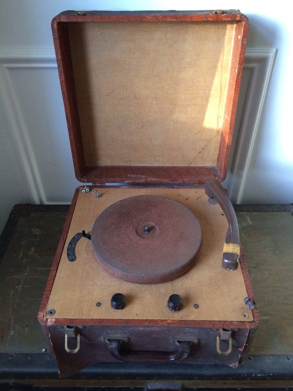 Vintage Suitcase Record Player 56