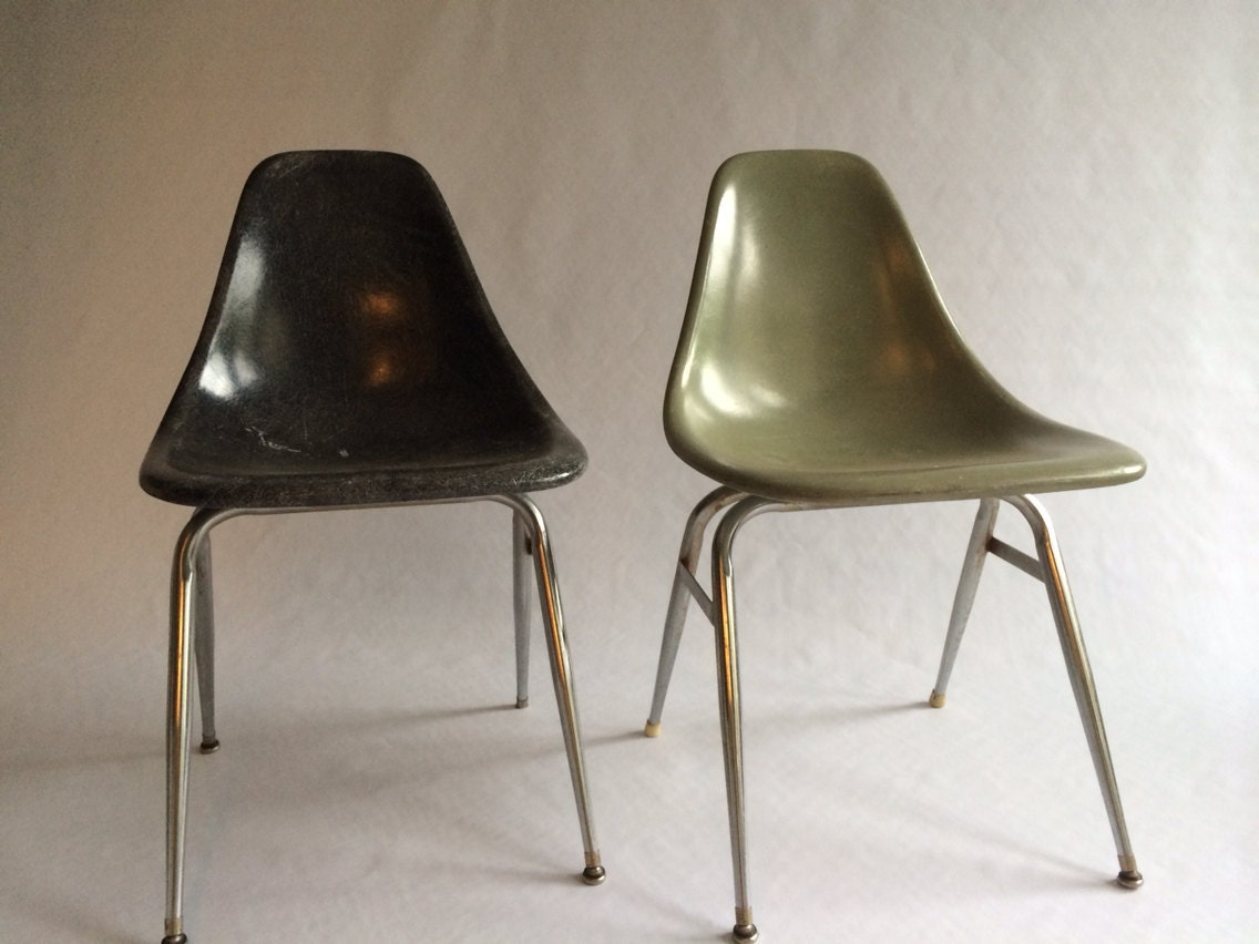 vintage eames style unmarked fiberglass shell chairs set of 2. Black Bedroom Furniture Sets. Home Design Ideas