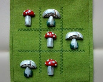 Toadstools Tic Tac Toe with pure wool felt pouch and polymer clay pieces. Fly agaric/field mushroom.