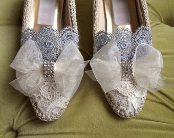 CUSTOM: Marie Antoinette Style Rococo Baroque Costume Champagne Ivory Lace Heel Shoe Bridal Shoes Silver Appliqué Pearls Size 6.5 7 8 9 10