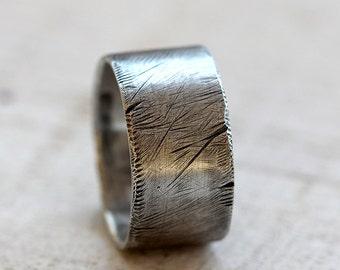 Men's distressed ring