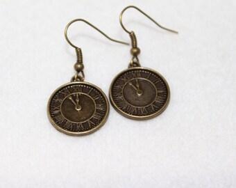 Clock earrings in antique bronze