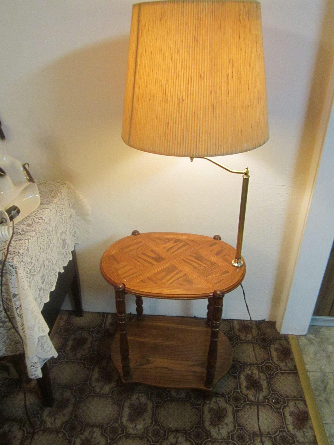 vintage solid oak end table lamp combo. Black Bedroom Furniture Sets. Home Design Ideas