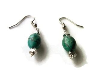green earrings, green silver earring, star earrings, silver star earrings, silver earrings, drop earrings, dangle earrings