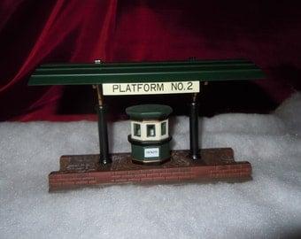 "Dept 56 Heritage Village Collecion ""Victorian Station Train Platform"" 1989 Retired 1999"