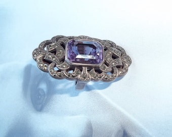 Gorgeous vintage sterling silver ring with big amethyst