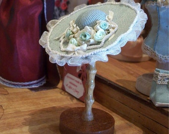 Victorian hat whit romantic rose in silk ribbon in 1:12 scale. Wooden support is included.