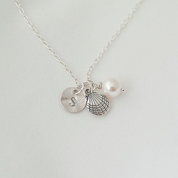 Personalized Initial Clam shell Necklace, Clam shell with Swarovsky Pearl, Clam shell,Summer Jewelry
