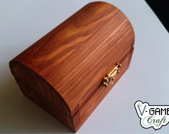 Pine wood small chest.