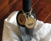 2 WINE BOTTLE TAGS Mr and Mrs Bride & Groom Wine Glass Charms Personalized Wedding Rehearsal Dinner Favors Wood Wine Glass Charms Drink Tags