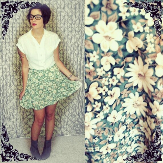 PREVIOUSLY 28.00 - Vintage 90s Grunge High-Waist Ditsy Floral Mini Skirt - Size S