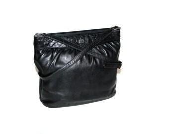 GUCCI Vintage Handbag Black Leather Ostrich Classic Tote - AUTHENTIC -