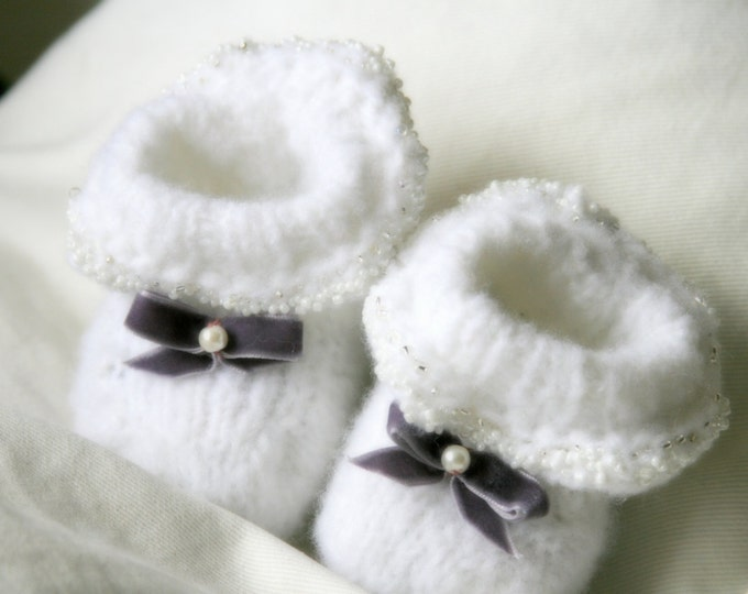 KNITTING PATTERN easy baby booties with beads and bow Sade (0-3 month-old)