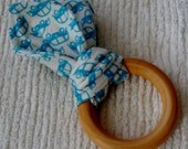 Blue car wooden teething ring