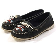 80s Minnetonka Moccasins / Beaded & Fringed Loafers / Navy Blue Leather / Women's size 9
