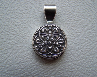 Fine silver Celtic abstract pendant