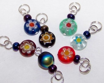 SJK Tinies - Delicate Stitch Markers for Smaller Needles -- Millefiori Glass Rounds with Daisy  (size small)