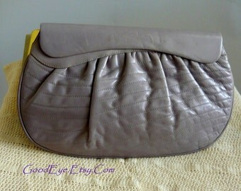 Vintage 80s QUILTED Clutch Purse / Leather Handbag made ITALY / Barbara BOLAN 1980s / Dove Grey small size
