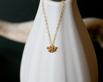 pelota - tiny gold necklace by elephantine
