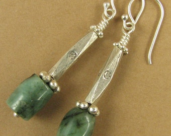 Emerald and silver long dangle earrings. Fine and sterling silver.