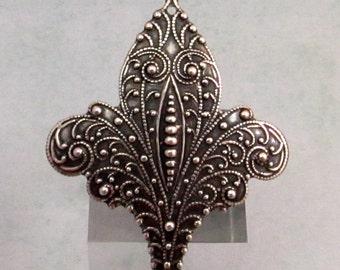 Antiquity Fleur de Lis Pendant, Antique Silver, Trinity Brass, AS308