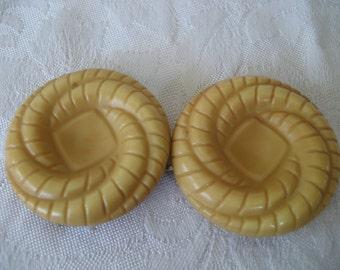 VINTAGE Swirl Plastic Clasp Belt Buckle