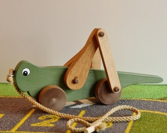 Toy Grasshopper Pull Toy - Handcrafted Wooden Green Grasshopper Pull Toy - Pull Toy for Toddlers - Wooden Toy Grasshopper Pull Toy