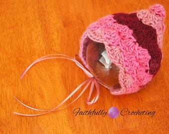 Newborn pixie hat.. Photography prop.. Ready to ship.. Newborn bonnet