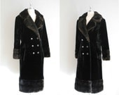 70's black faux fur coat / faux fur chocolate brown trim / Vintage double breasted faux fur coat