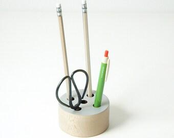 Beech wood pencil holder, round design