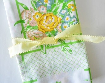 country cottage bouquet of flowers pillowcase--vintage Cannon linens