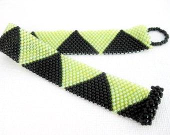Peyote Bracelet / Beaded Bracelet in Black and Chartreuse / Seed Bead Bracelet / Triangle Bracelet / Geometric Bracelet / Beadwoven