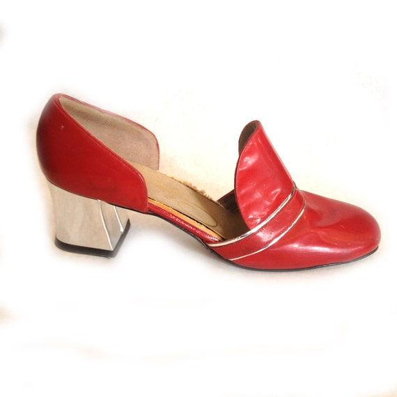 Narrow Heels Slip Out Of Shoes