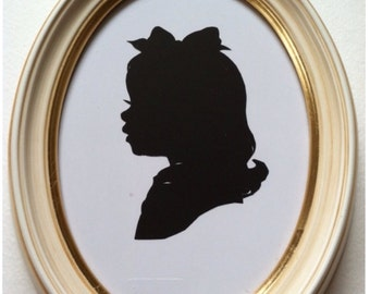 5x7 inch Antiqued Ivory Oval Wood Frame for Silhouettes