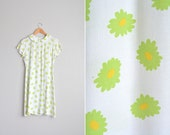 vintage '90s white rayon DAISY print oversized dress with PETER PAN collar. size s m.