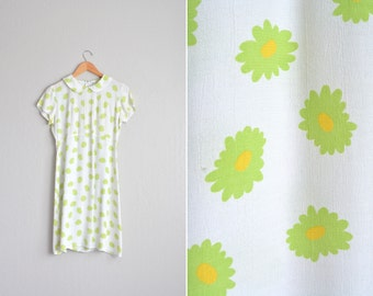 SALE // Size M // DAISY PRINT Dress // Short Sleeve - Pintucked - Rayon - White - Peter Pan Collar - Vintage '90s.