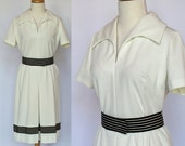 70s White Knit Belted Dress / Striped Belt / Short Sleeves / Medium