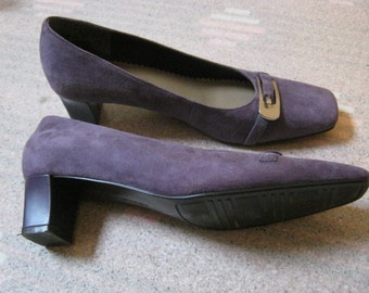 Vintage dusty lavender shoes, light plum suede mid heel shoe, antique lavender shoes size 6 1/2 - 7B by Naturalizer