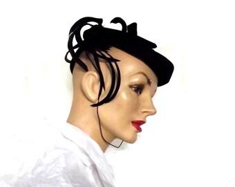 30s 40s Hat  / Vintage Tilt Pert Hat / Felt n Feathers / Victoria