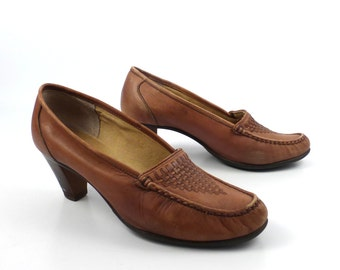 Shoes Loafers 70s Vintage 1970s  Mister Shoes Markon Leather Slip on Carmel Women's size 7 1/2