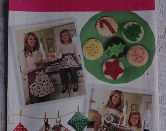 Simplicity 2492 Sewing Pattern Child's and Misses' Aprons, Kitchen Accessories and Felt Food Craft Pattern  Size S, M, L   UNCUT