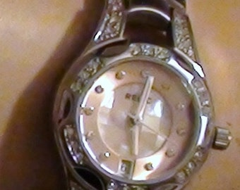 1990s  Lady's  Wrist Watch  Classic Stainless STeel  Band Faux Diamond Chips  and is  Working with New Battery Relic Fossil  On SaLe Now