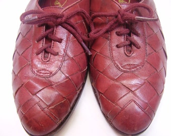 Vintage Wine Burgundy Oxfords Woven Leather at Toe  By Bass Size 6