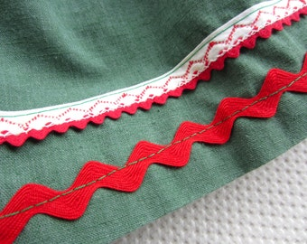Vintage Green Holiday Apron Red Ric Rac Trim Christmas Kitsch Kitchen