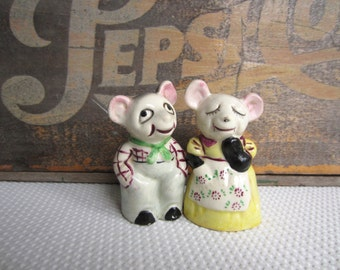 Vintage Country MIce Couple Anthropomorphic Salt and Pepper Shakers made in Japan
