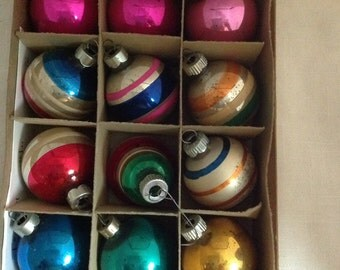 Vintage Box Small Stripe and Plain Christmas Ornaments (0-117)