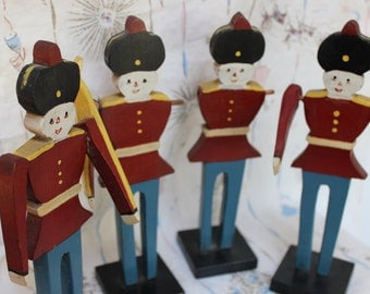 Wooden Soldiers 4 VINTAGE toys Set lot hand made Christmas display VINTAGE by Plantdreaming
